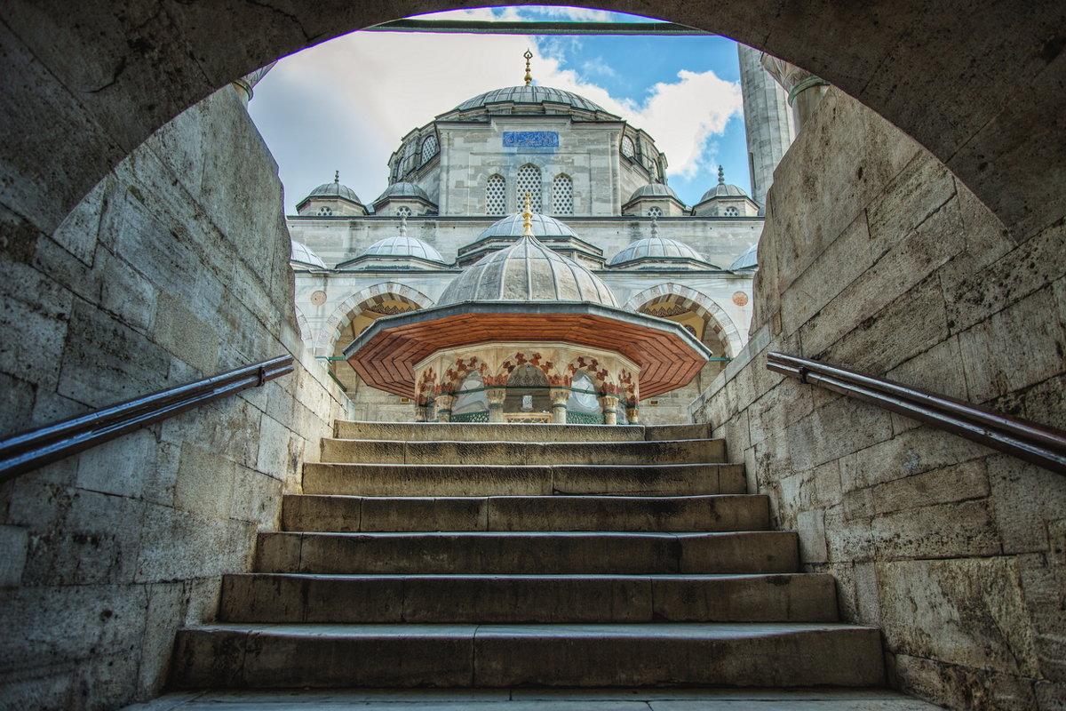 Вид на мечеть Соколлу мехмед паши с лестницы внутреннего дворика. Работа мимара Синана - Ирина Лепнёва