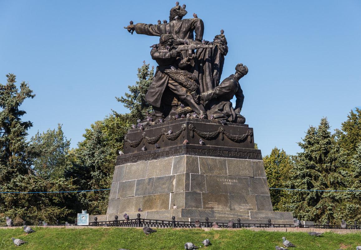 Памятник генералу М.Г. Ефремову - Ruslan