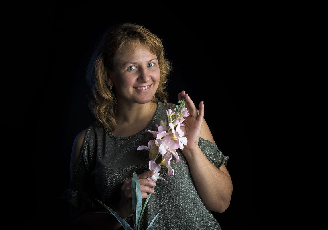 С цветком.. - Юрий Никульников