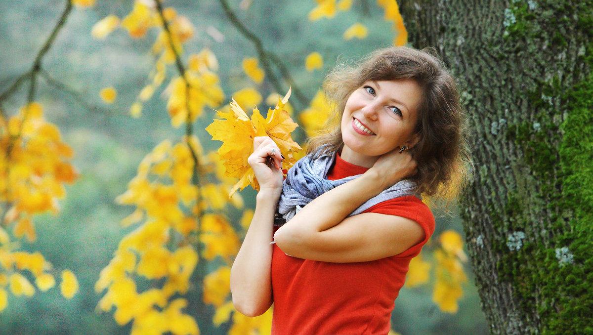 Девушка в красном - виктор омельчук