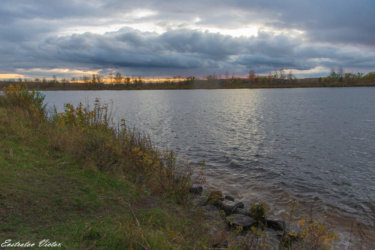 Осенний вечер на канале. - Виктор Евстратов