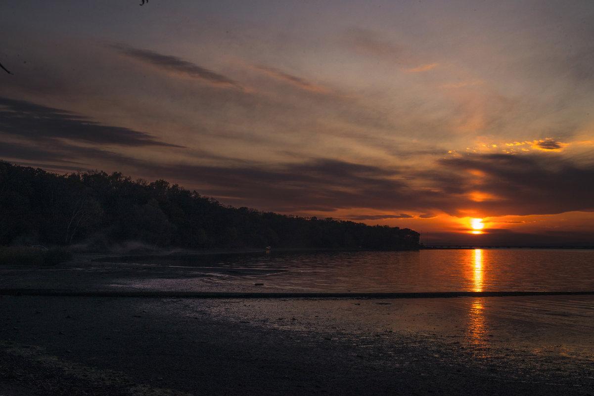 Закат над осенним Амурским заливом. Владивосток - Дмитрий
