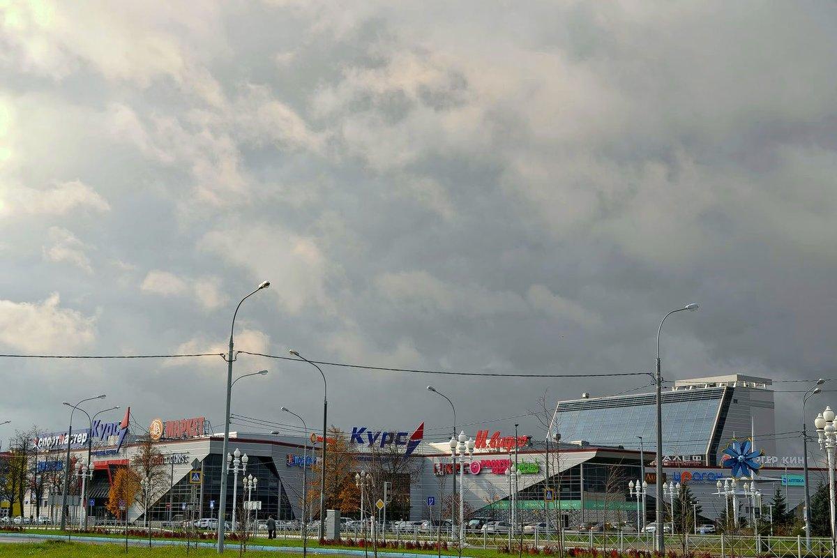 Город... - Михаил Столяров