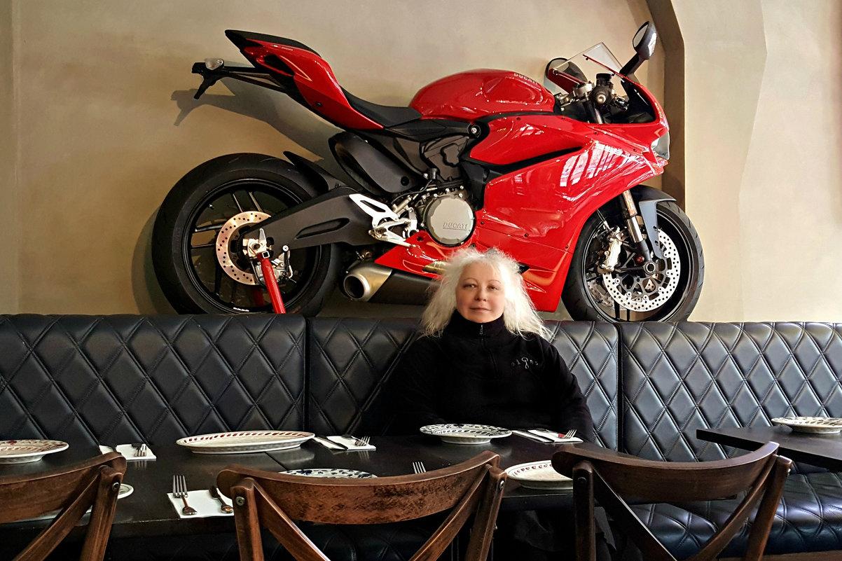 В ресторанчике Мельбурна - Tatiana Belyatskaya
