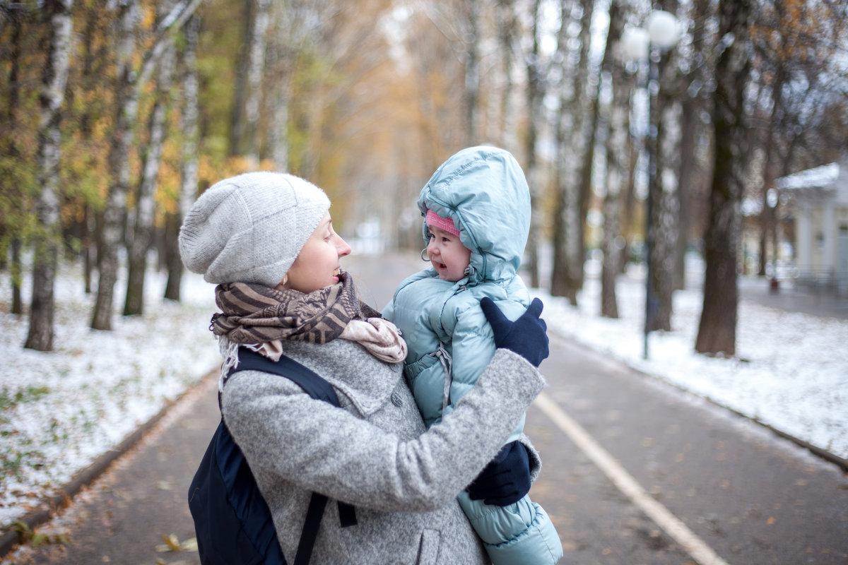 На прогулке - Любовь Строгонова