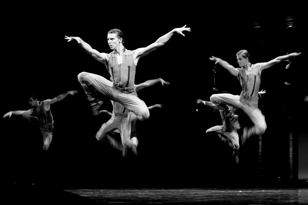 Танец. - Алексей Хаустов