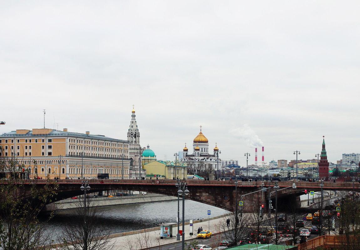Вид  с  моста  на Храм  Христа  Спасителя - Наталья Чернушкина
