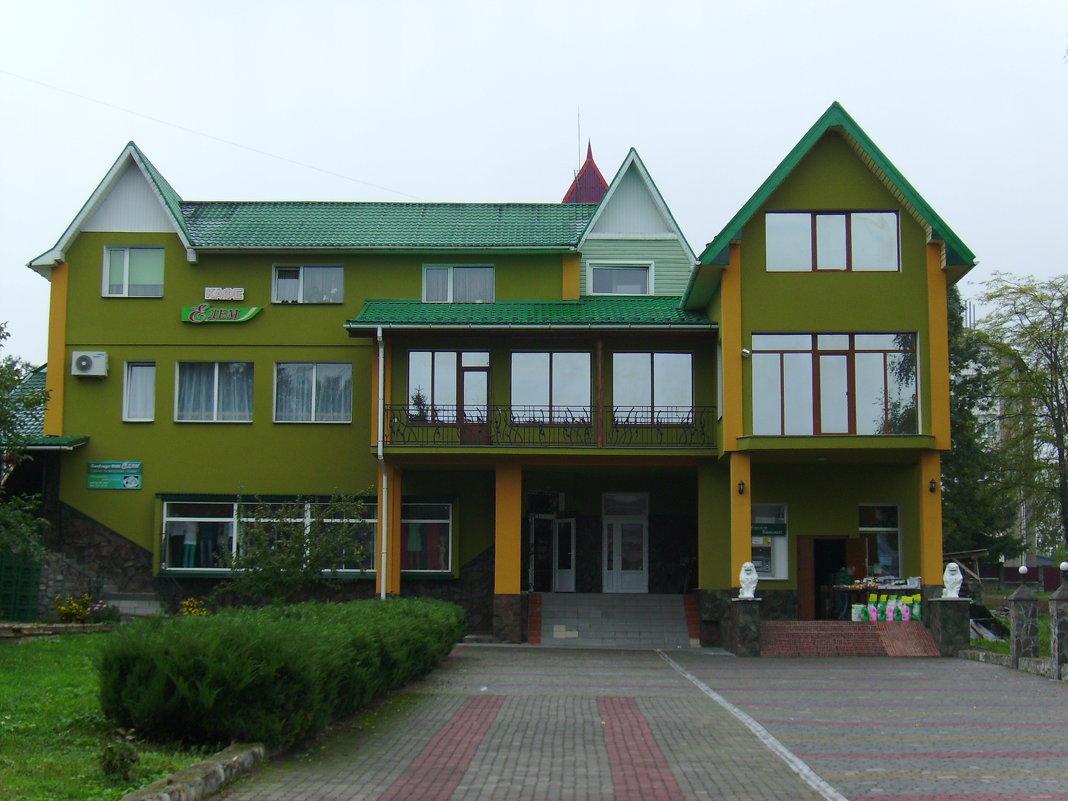 Офисно - торговый   центр   в   Отыние - Андрей  Васильевич Коляскин