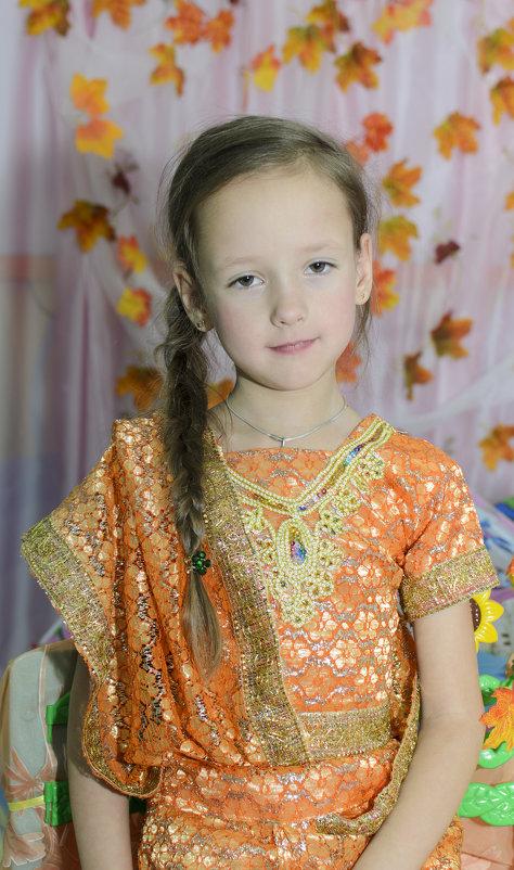 девочка в золотом - Ольга Русакова