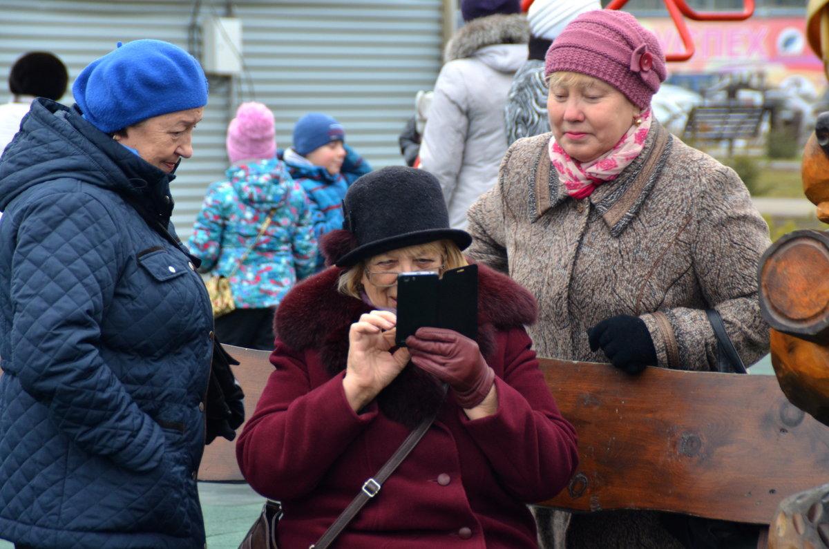 """""""Интернет старушки"""" выбирают дворовые новости - Евгений Фролов"""