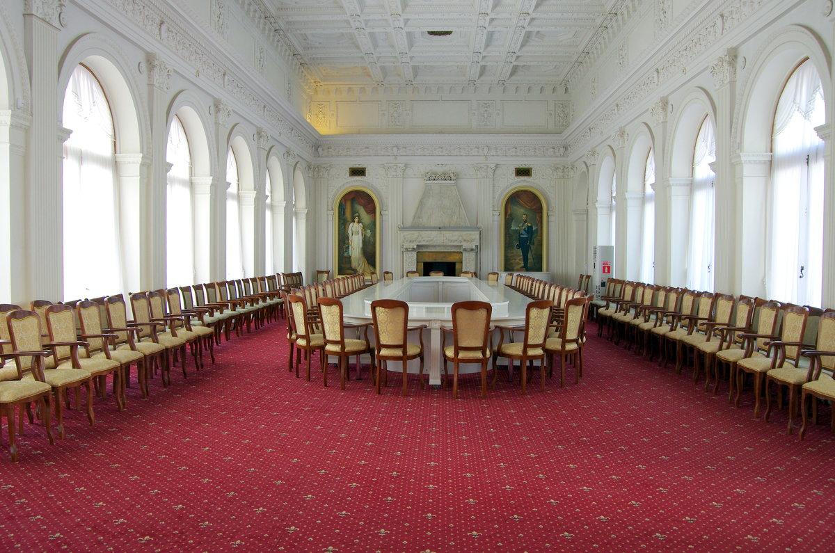 Белый зал (парадная столовая) Ливадийского дворца - Валерий Новиков