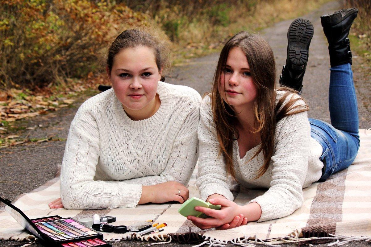 Подружки Алина и Дарья - Виктория