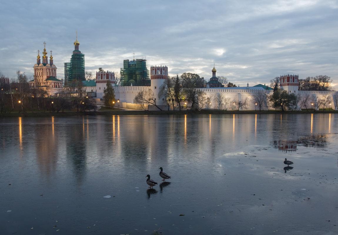 Тонкий лед на пруду у Новодевичьего монастыря - Александра