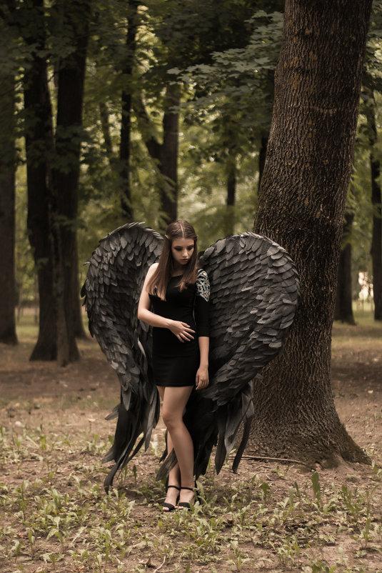 Черный ангел - Людмила Каспирова