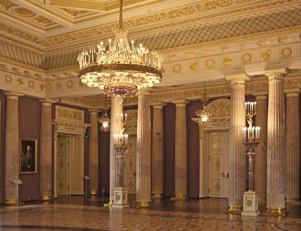 Уголок Екатерининского зала дворца. Царицыно. Corner of the Catherine Palace hall. Tsaritsyno. - Юрий Воронов