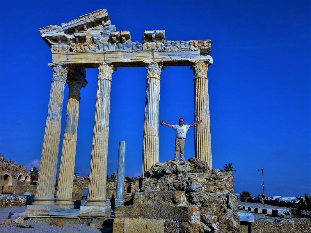 От руин Храма Аполлона с любовью... - Sergey Gordoff