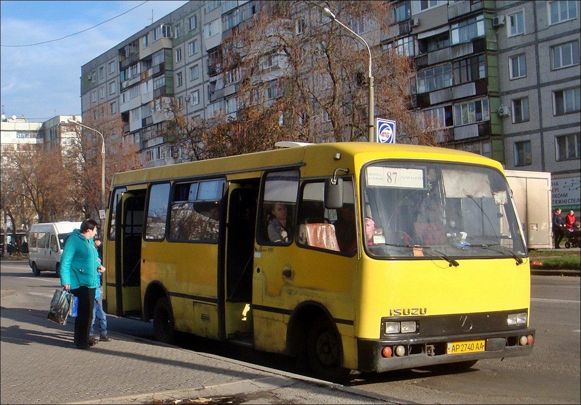 На остановке - Нина Корешкова