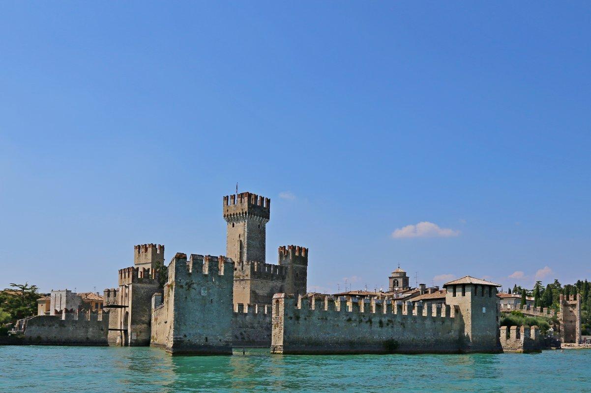 Итальянский замок - ДмитрийМ Меньшиков