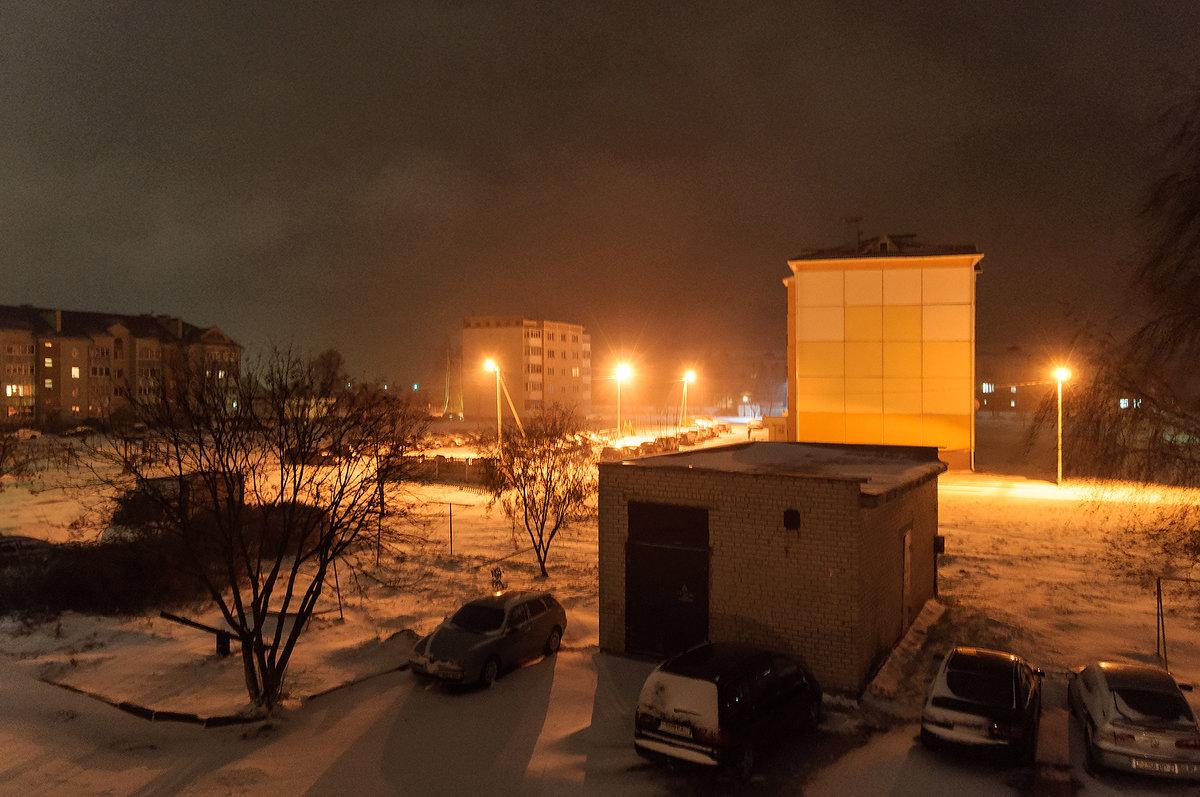 Зима подкралась ночью незаметно И всё в округе снегом замела - Анатолий Клепешнёв
