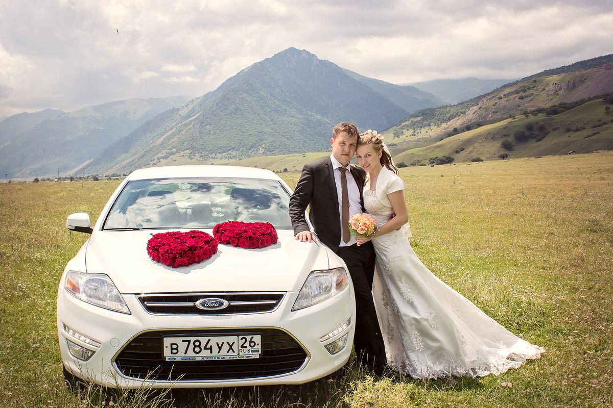 Идеи для свадебных фото в машине