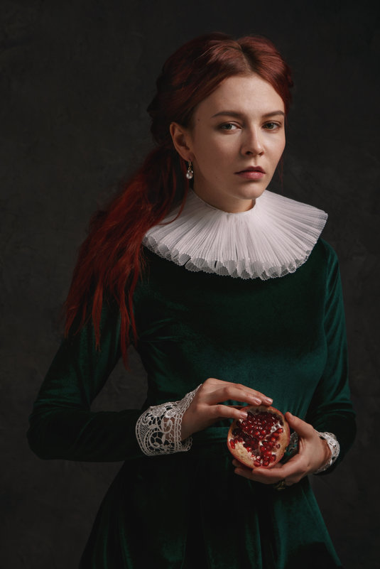 Девушка с гранатом - Юлия Дурова