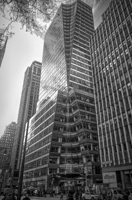 Нью-Йорк. Угол 6-й авеню и 40-й улицы - Олег Чемоданов