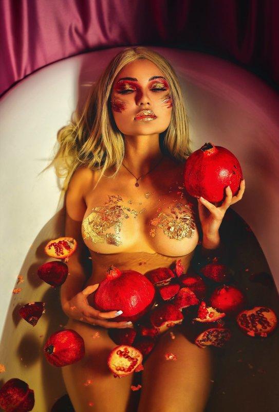 Девушка с гранатом - Андрей Хабаров
