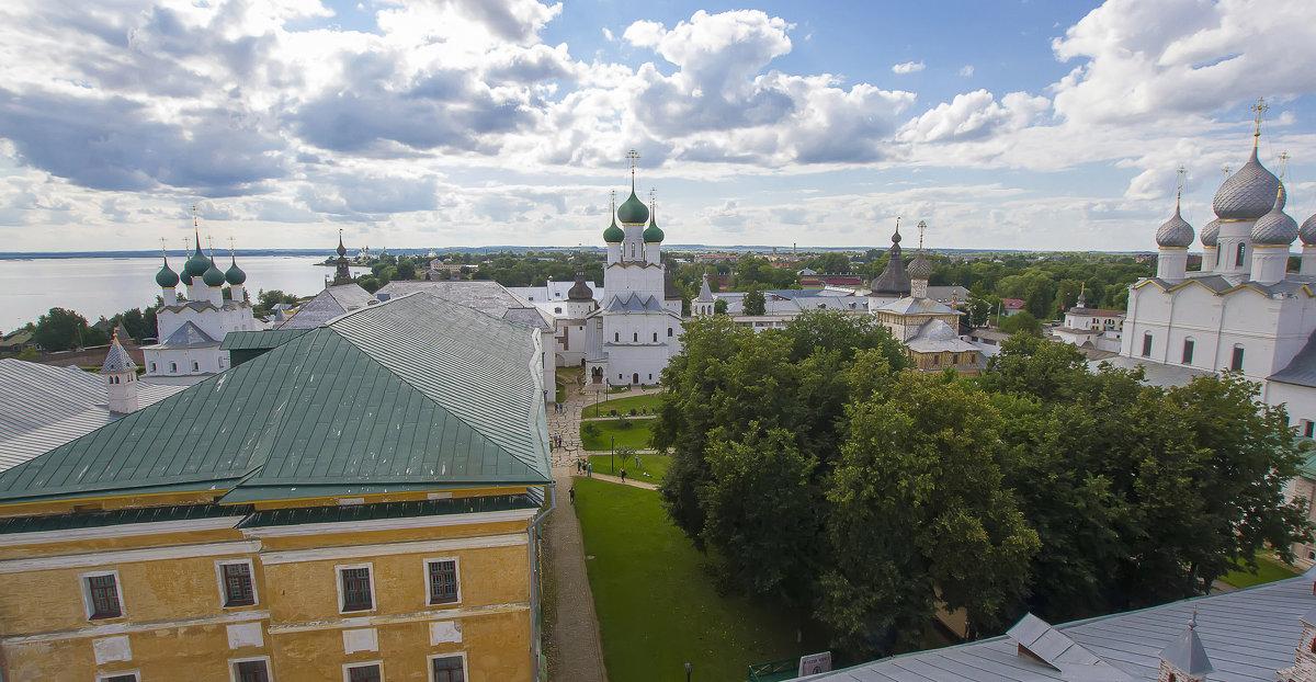 Вид со смотровой башни Кремля в Ростове Великом - leo yagonen