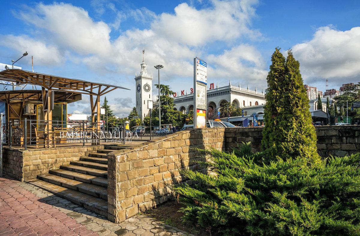 Вокзал и южная растительность - Юлия Батурина