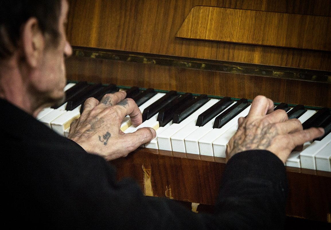 Этот пианист сам хоть кого застрелит... - Сергей Смоляков