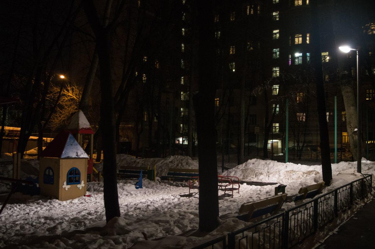 Вечерний двор - Филипп Махов