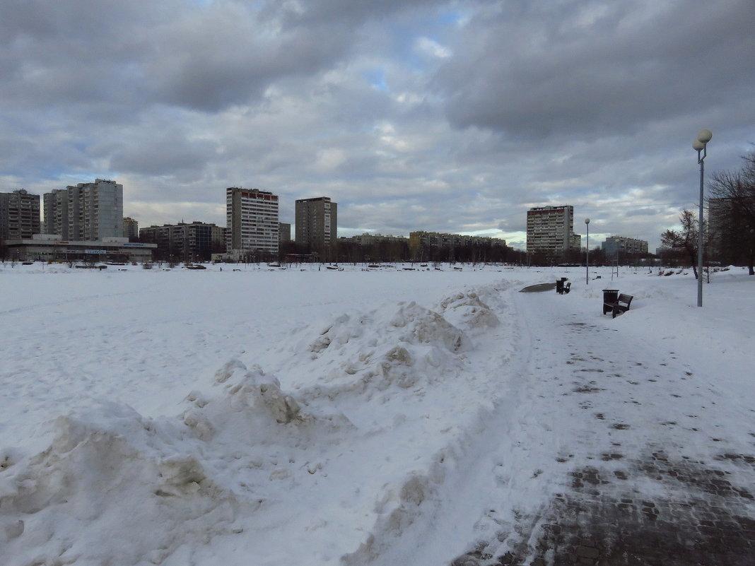 И по-мартовски не жарко - Андрей Лукьянов