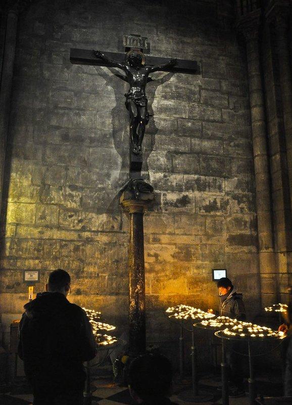 Внутри Кафедрального собора архиепархии Парижа - Андрей ТOMА©