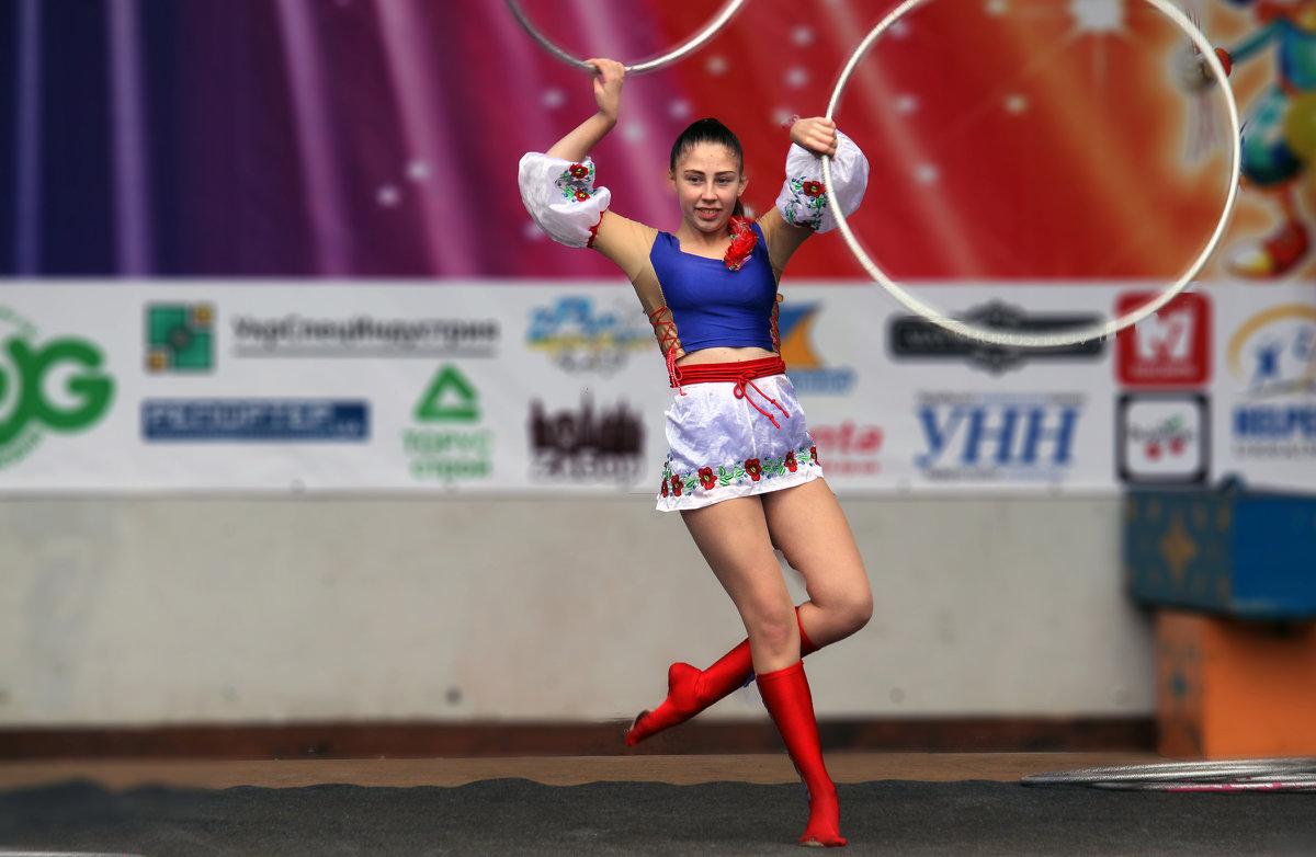 Танец с обручами. - barsuk lesnoi