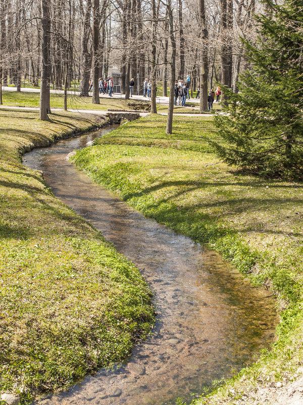 Весенняя прогулка в Петергофе. Журчат ручьи, слепят лучи - bajguz igor