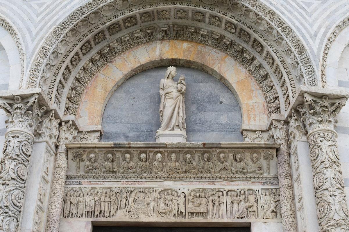 Италия. Пиза . Фасад баптистерия - Galina Leskova