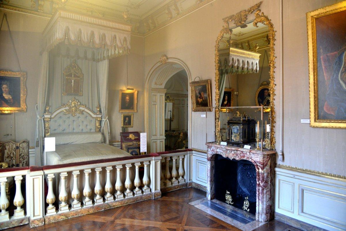 спальная в замке Мадама де Мэнтенон (Madame de Maintenon) - Георгий А