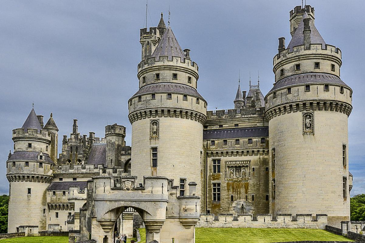 самый крупный феодальный замок во Франции Пьерфон (chateau de Pierrefonds) - Георгий