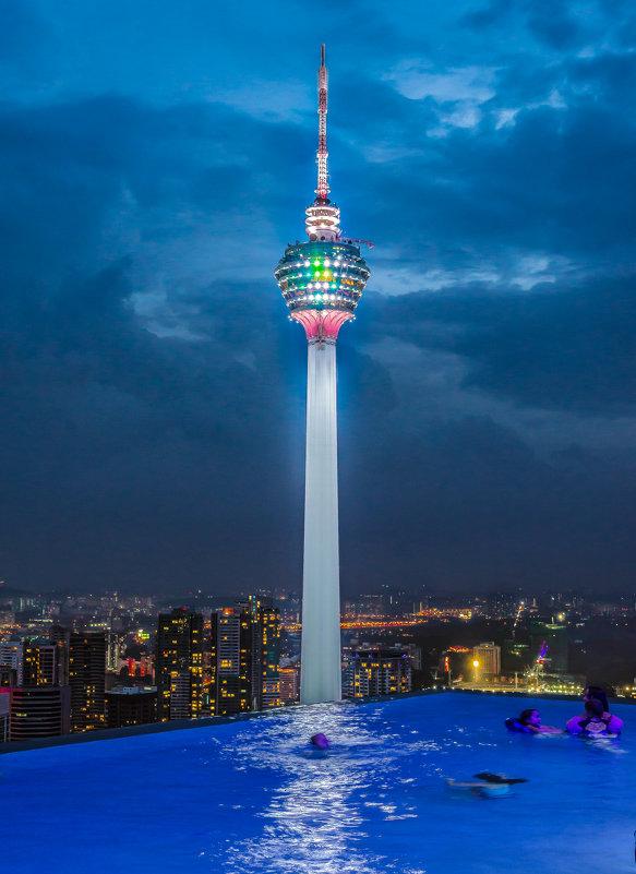 Телебашня Menara KL, Куала-Лумпур, Малайзия. - Edward J.Berelet
