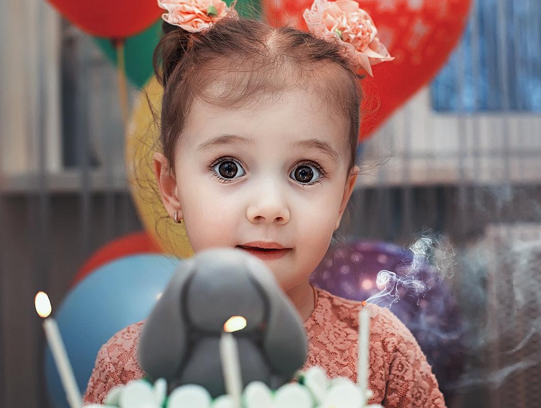 Что чище светлых глаз ребёнка, вместить готовы целый мир! - Лилия .