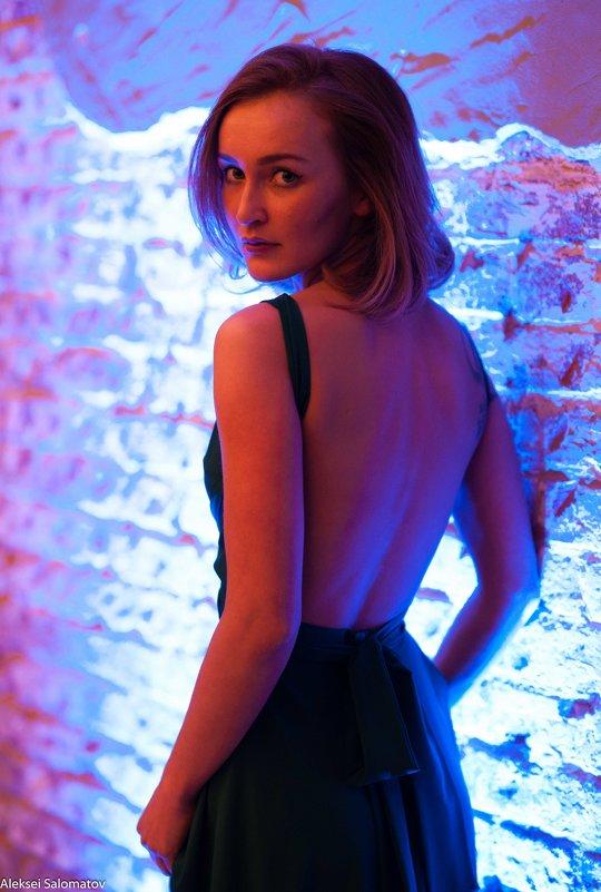 Девушка в ночном свете - Алексей Саломатов
