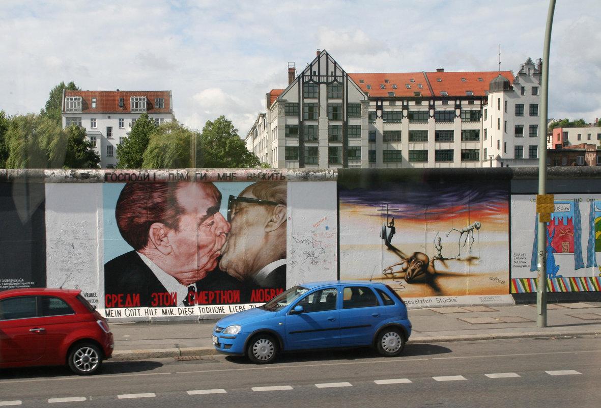 Берлинская стена - Владимир Леонтьев