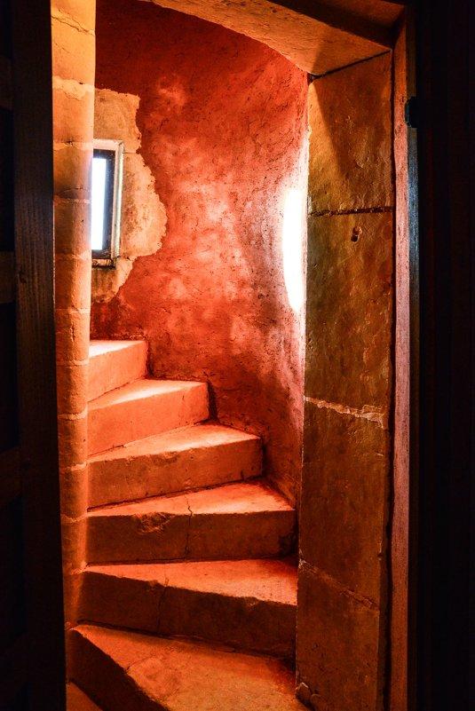 лестница в башни 15-ого века замка Де Ла Валлюэрь (Valluere) - Георгий А