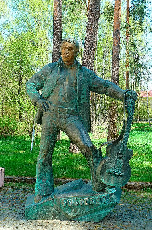 Памятник Высоцкому. - константин