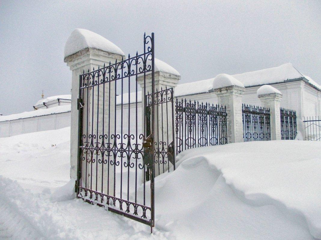 Монастырские ворота - Галина Каюмова