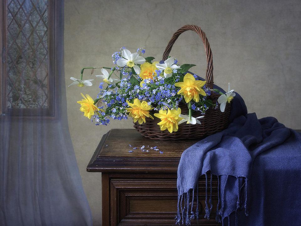 Весенние садовые цветы в интерьере - Ирина Приходько