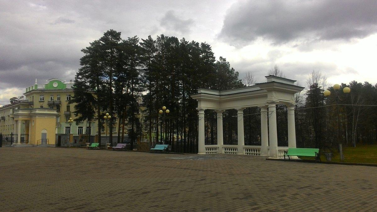 На аллее парка - Владимир Звягин