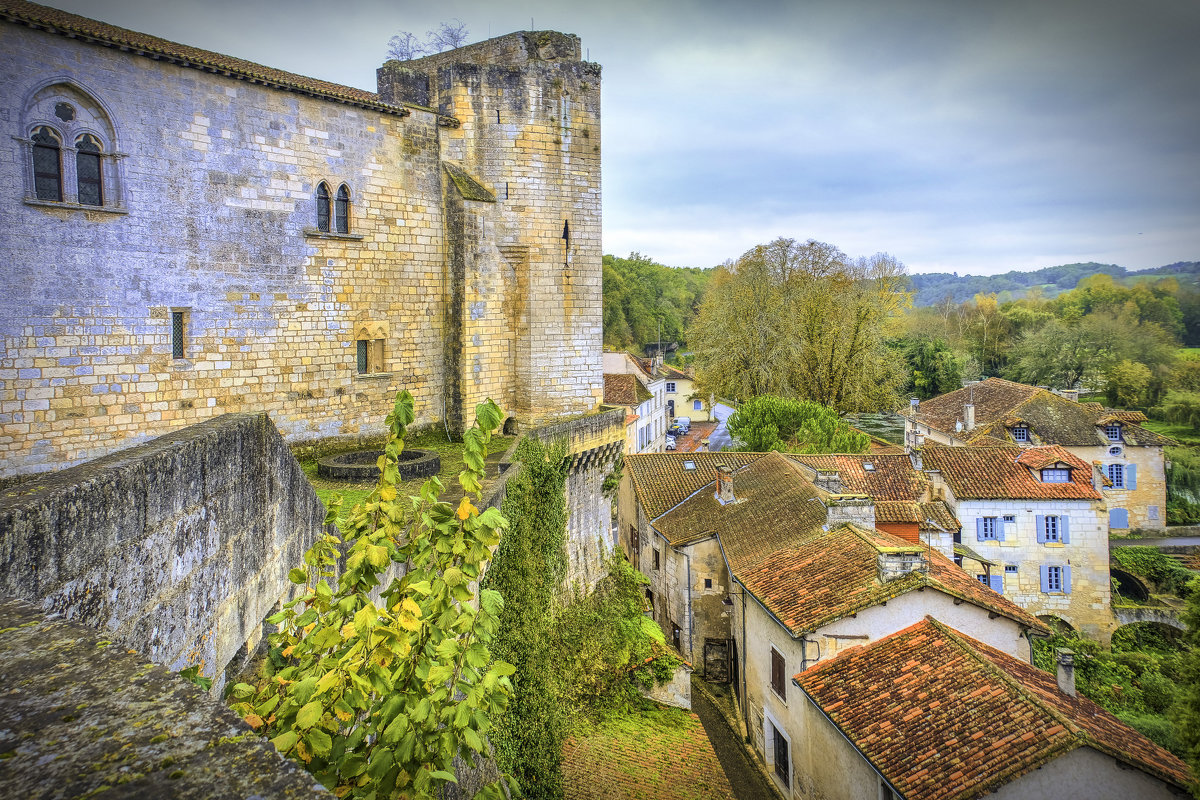 Замок в д. Бурдейль (chateau de Bourdeilles) XII век - Георгий