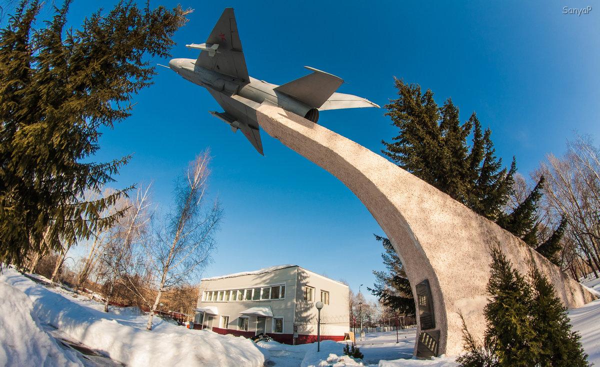 МиГ - 21  на  пъедестале - Александр Паклин