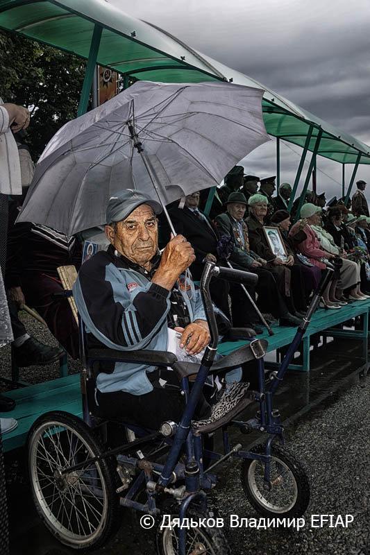 Портрет мужчины с зонтом - Владимир Дядьков